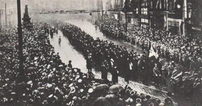 Pochód delegatów przez Stary Rynek