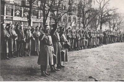 Uroczysty akt promocji i zaprzysiężenie dowódców wojsk powstańczych na Placu Wolności w Poznaniu dnia 26 stycznia 1919